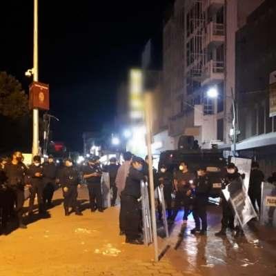 Normalistas se enfrentan con policías en Chiapas