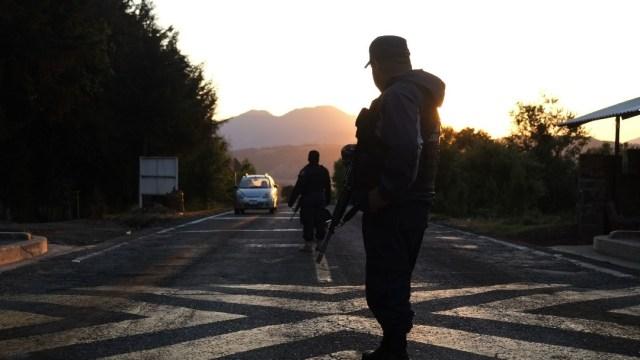 Presuntos integrantes del CJNG se enfrentan contra civiles armados en Michoacán