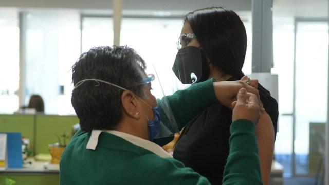 Aplicación de vacuna COVID-19 en México