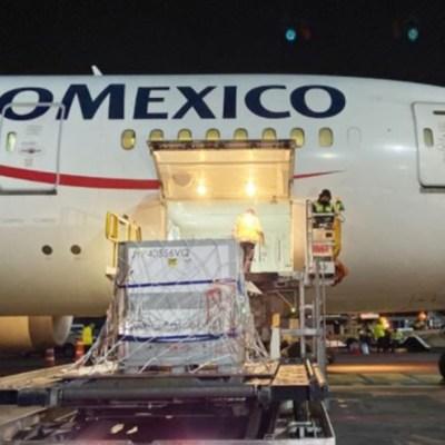 La madrugada de este miércoles 20 de enero llegó a México el embarque con la sustancia activa de la vacuna AstraZeneca