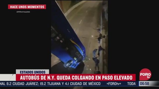 autobus queda colgando desde un puente en nueva york