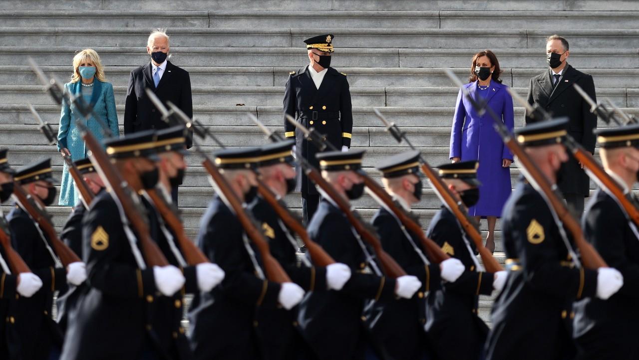 Joe Biden pasa revistas a tropas de Estados Unidos