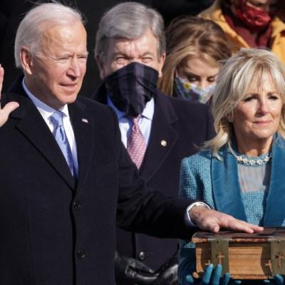 Joe Biden juró al cargo ante las escalinatas del Capitolio