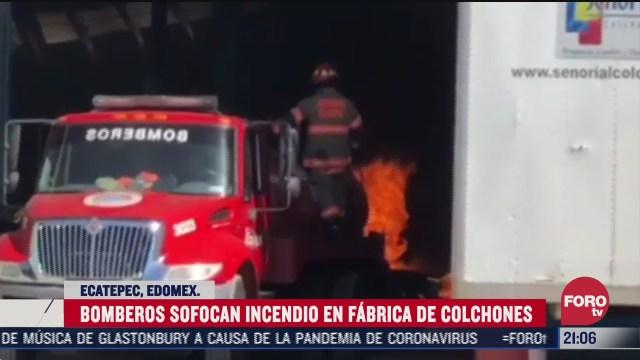 bomberos trabajan por una hora para apagar incendio en fabrica de colchones