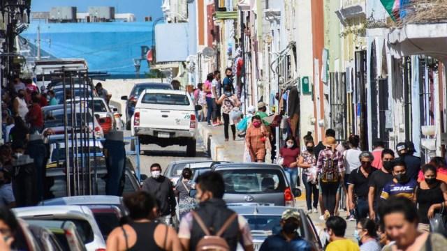 Ciudadanos abarrotan las calles del centro histórico de Campeche