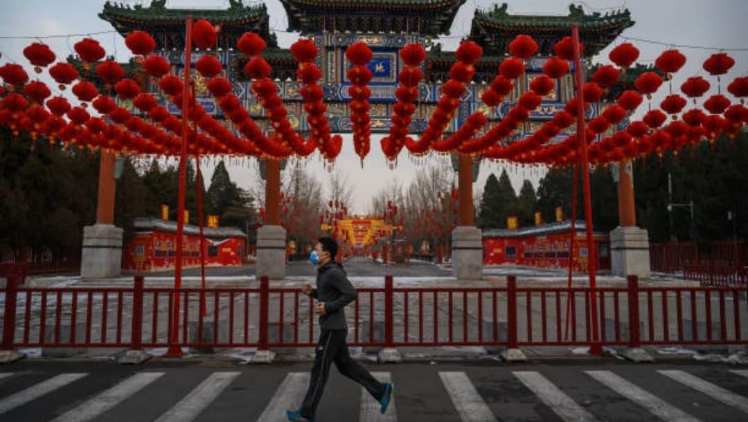 China cancela celebración de Año Nuevo en varias provincias por rebrote de COVID-19