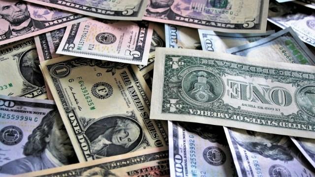 Dólar cierra a 19.81 pesos con la caída de mercados mexicanos que perdieron ánimos por estímulos en EEUU