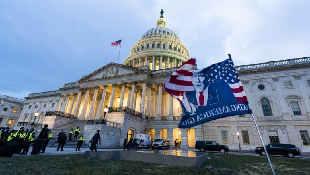Donald Trump honrará a policía fallecido en Capitolio con bandera a media asta