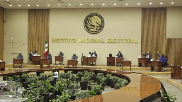 Fotografía que muestra la sesión del consejo del INE.