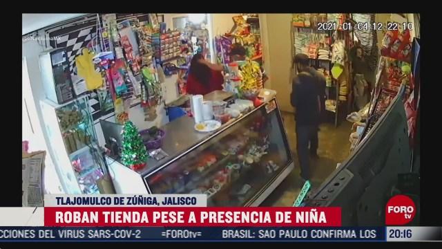 Niña entra a tienda al momento de asalto en Jalisco