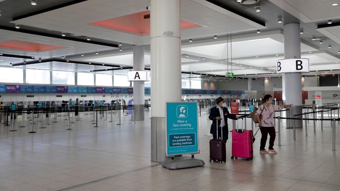 Pasajeros en aeropuerto de Londres