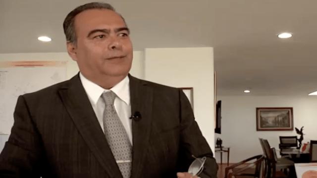 Reaparece Raymundo Collins y afirma que órdenes en su contra son persecución política