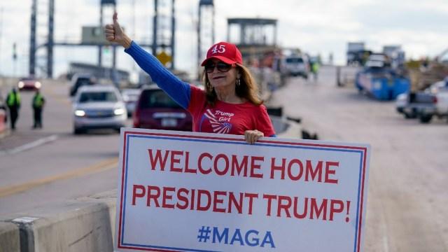 Seguidores de Trump le dan la bienvenida