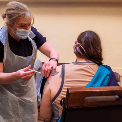 Aplicación de vacuna contra COVID-19 de Pfizer