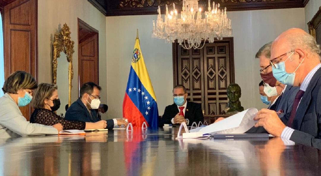 UE declara persona non grata a embajadora de Venezuela