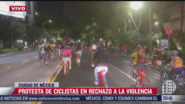 ciclistas se movilizan sobre avenida cuauhtemoc