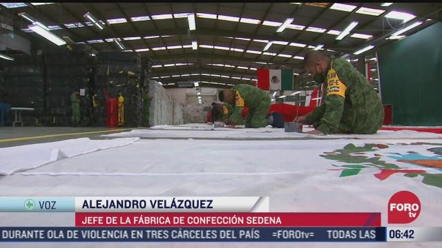 elementos del ejercito mexicano elaboran las banderas monumentales