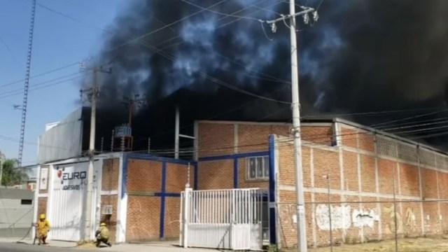 Controlan-incendio-en-fábrica-de-solventes-en-León