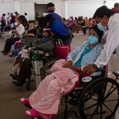 Mejora vacunación en Ecatepec durante su tercer día, pero siguen los reclamos por centros cerrados