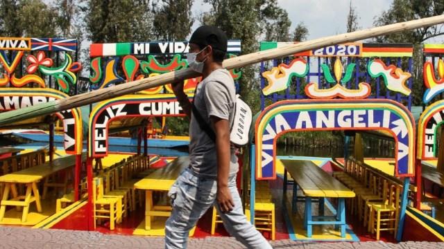 Reabren los recorridos en las trajineras de Xochimilco con baja afluencia