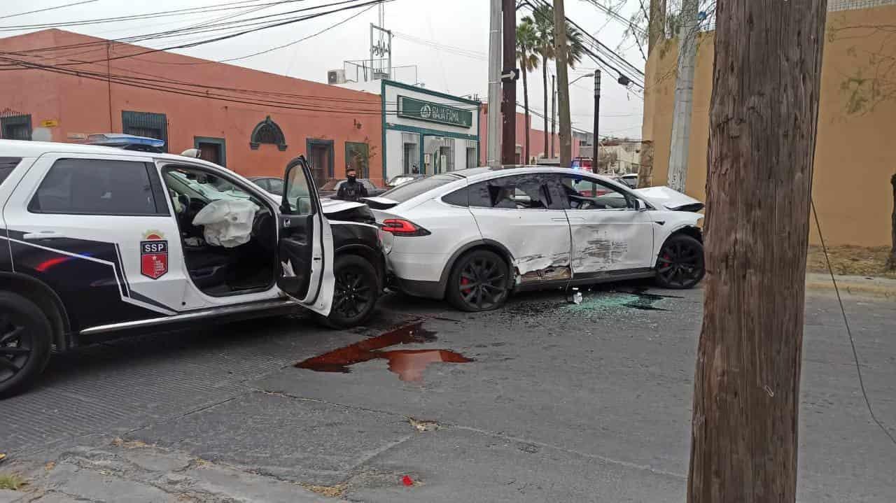 Roban auto en Nuevo León y lo estrellas durante persecución