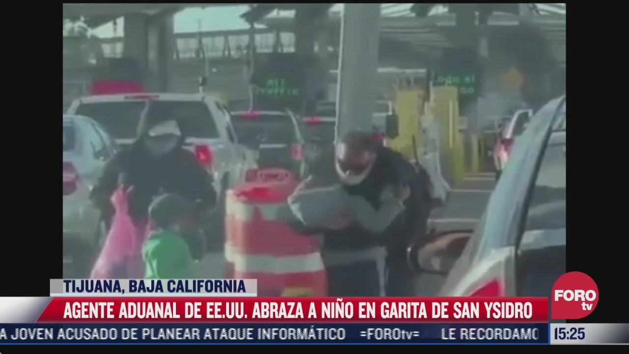 agente de la policia fronteriza abraza a nino en garita san ysidro