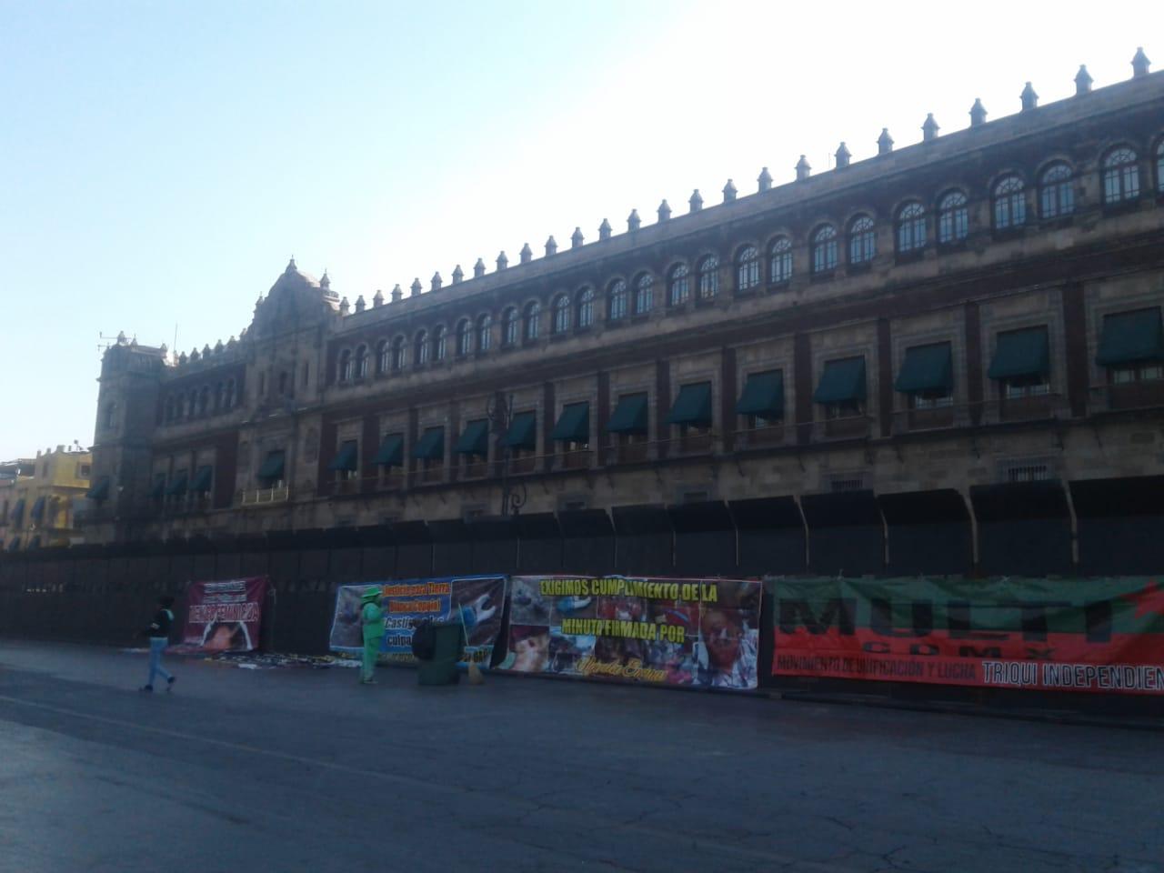 Colocan vallas metálicas afuera de Palacio Nacional