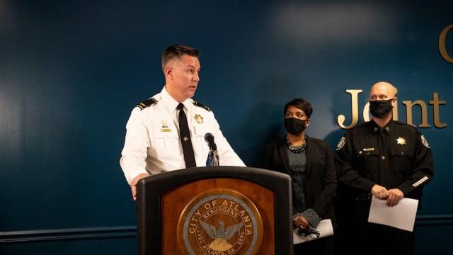 El alguacil Frank Reynolds habla sobre Robert Aaron Long, de 21 años, arrestado tras un tiroteo en Atlanta que dejó ocho muertos (Getty Images)