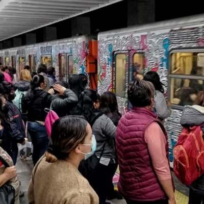 Usuarios reportan corto circuito en la estación Tlatelolco de la Línea 3 del Metro