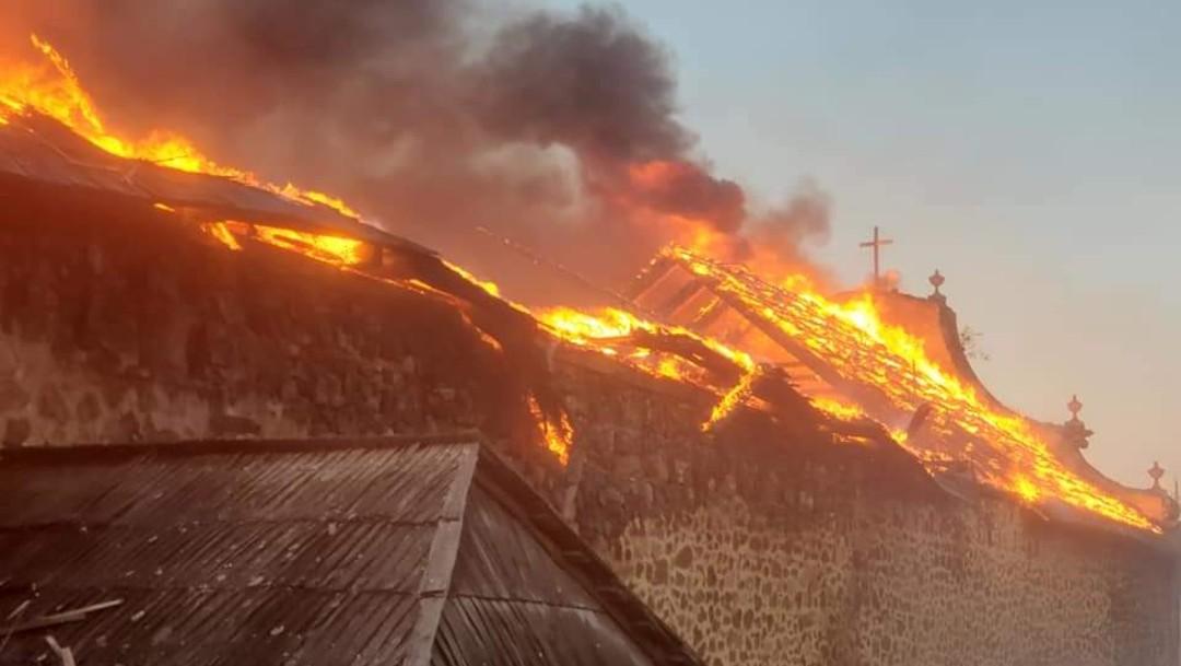 Incendio destruye templo de Santiago Apóstol en Paracho, Michoacán