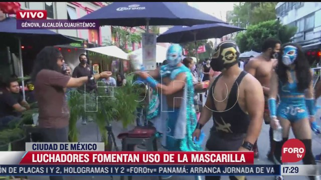 luchadores fomentan el uso de cubrebocas en la zona rosa de cdmx