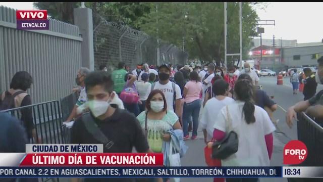 personal de salud acude al palacio de los deportes para recibir vacuna covid