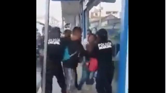 Policías-greden-a-pareja-que-no-usaba-cubrebocas-en-Oaxaca