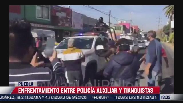 se enfrentan policias y tianguistas en puebla