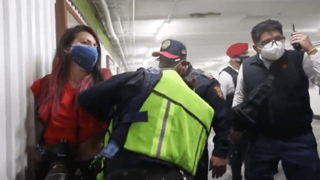 Suspenden a policías por agresión contra mujeres periodistas en protesta del 8M