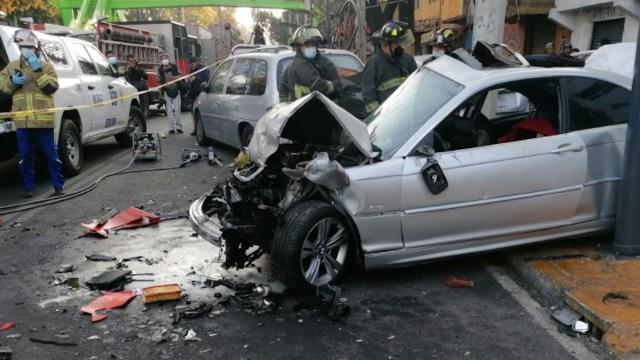 Choque en Periférico Oriente y Calle 21, alcaldía Iztapalapa (Twitter: @MichelSantiagoD)
