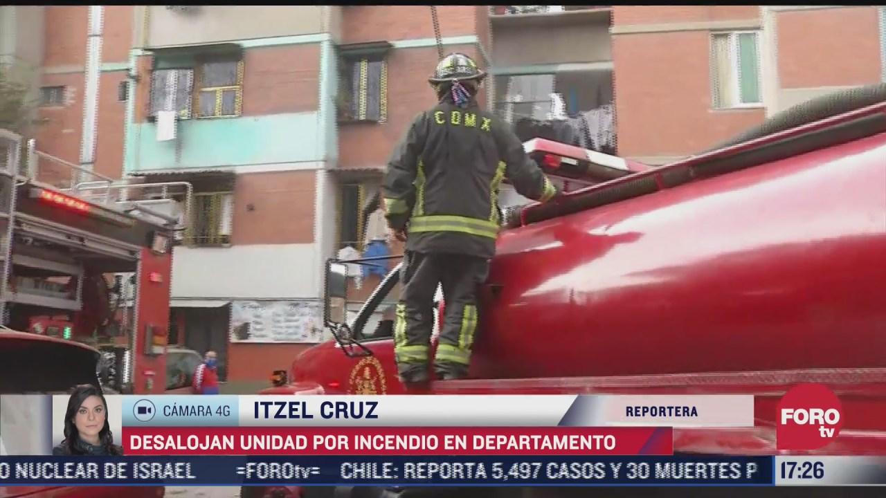 atienden a dos personas por crisis nerviosa tras incendio de un departamento en azcapotzalco