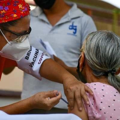 Colima implementa vacunación itinerante; Oaxaca aplica segundas dosis