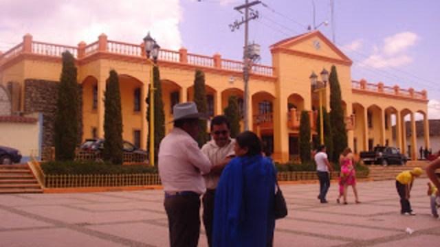 Indígenas detienen al presidente interino de Las Margaritas, Chiapas, para exigir cumplimiento de obras