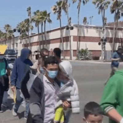 Migrantes hondureños intentan llegar a EEUU para atender ceguera de su hija