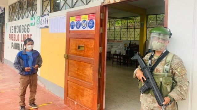 Electorado peruano acude a las urnas para elegir presidente (Twitter: @CCFFAA_PERU)