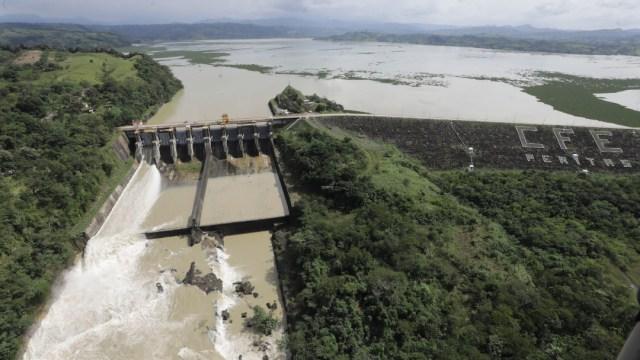 Imágenes del desfogue de la presa Peñitas