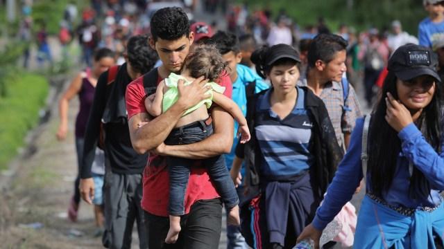 Rescatan a 66 migrantes, incluidos 30 menores, en Agua Dulce, Veracruz