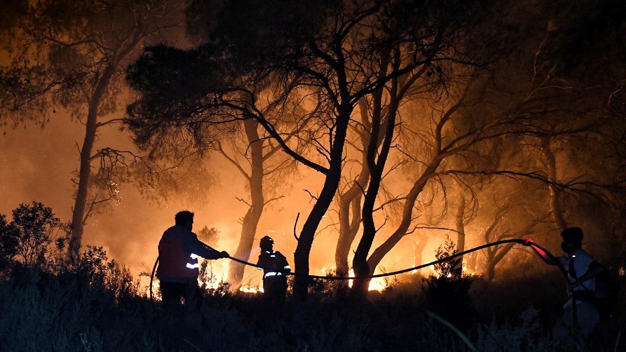 Evacuados varios pueblos en Grecia por incendio forestal