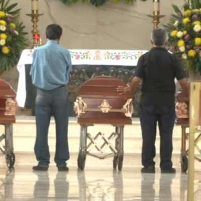 Familiares y amigos despiden a hermanos secuestrados y asesinados en Jalisco