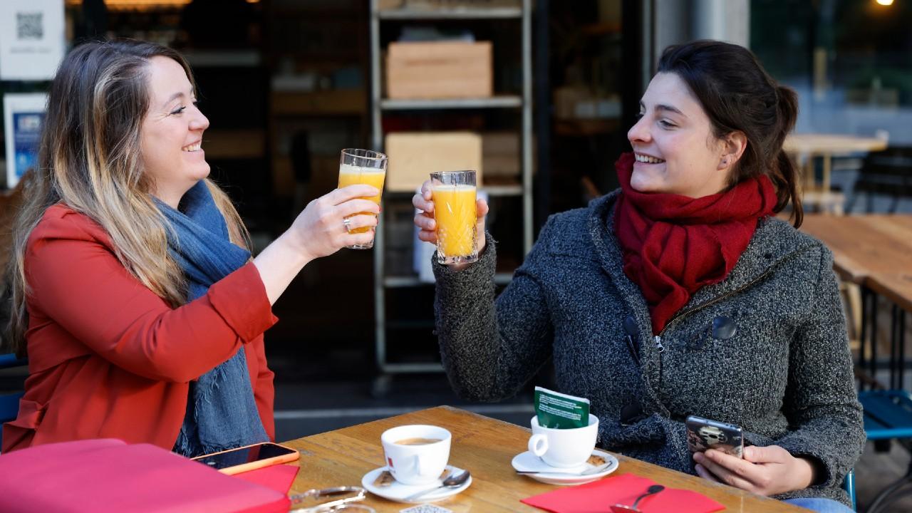 Francia reabre terrazas de cafés y restaurantes tras 6 meses de cierre