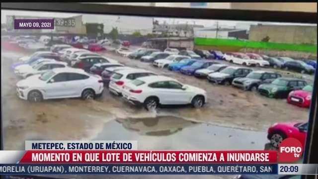 Video: Momento inundación lote a de autos en Metepec