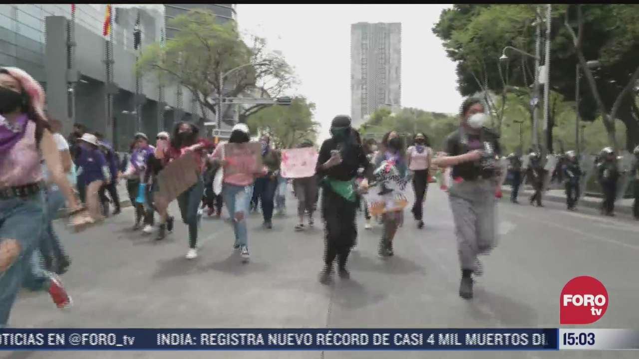 manifestantes feministas se dirigen rumbo al zocalo capitalino