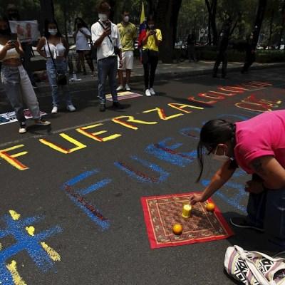 Protestan-en-la-Embajada-de-Colombia-en-México