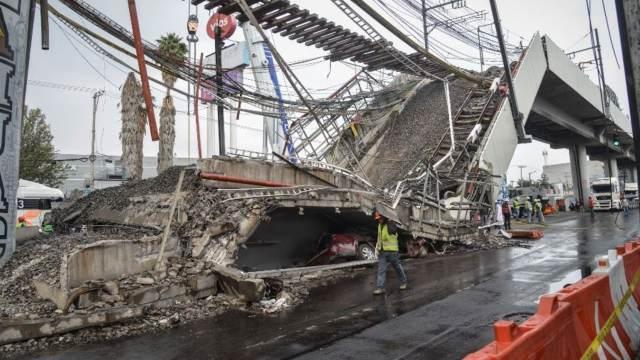 Remoción de escombros en la zona del accidente de la Línea 12 del Metro